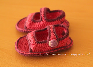 1ab76c76f211a 25+Free Crochet baby Sandals and barefoot patterns