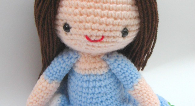 free girl amigurumi crochet pattern