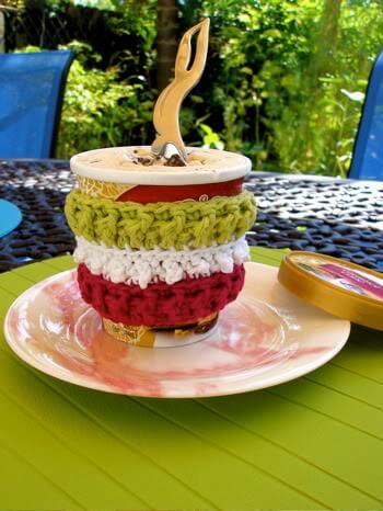 free easy Brain Freeze mug crochet pattern