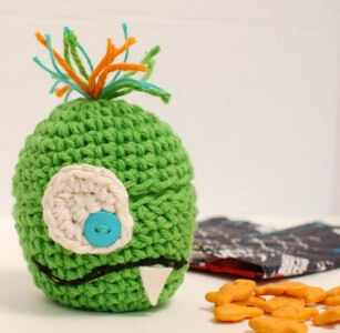 amazing free pattern Monster Apple Crochet Cozy