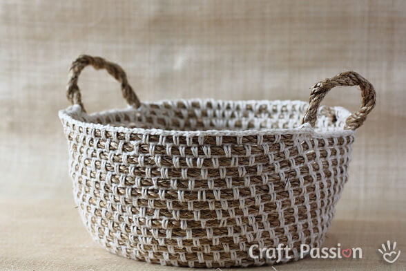 Crochet Rope Basket : http://makemydaycreative.com/2015/02/20/honeycomb-pop-basket/