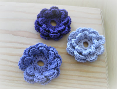 18. easy 2 layer crochet flower free pattern flower button 012