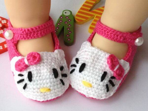 10.hello kitty baby bootie free crochet pattern