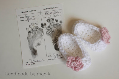 17.simple crochet newborn slipper feetslippers