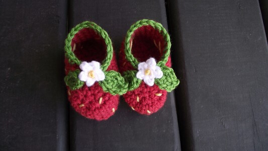 31.free crochet strawberry baby booties free pattern