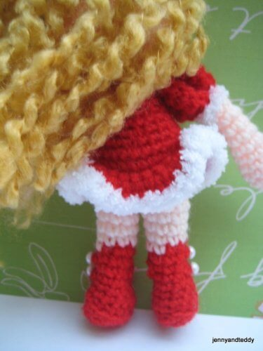 3-sandy-doll-girl-free-amigurumi-crochet-pattern