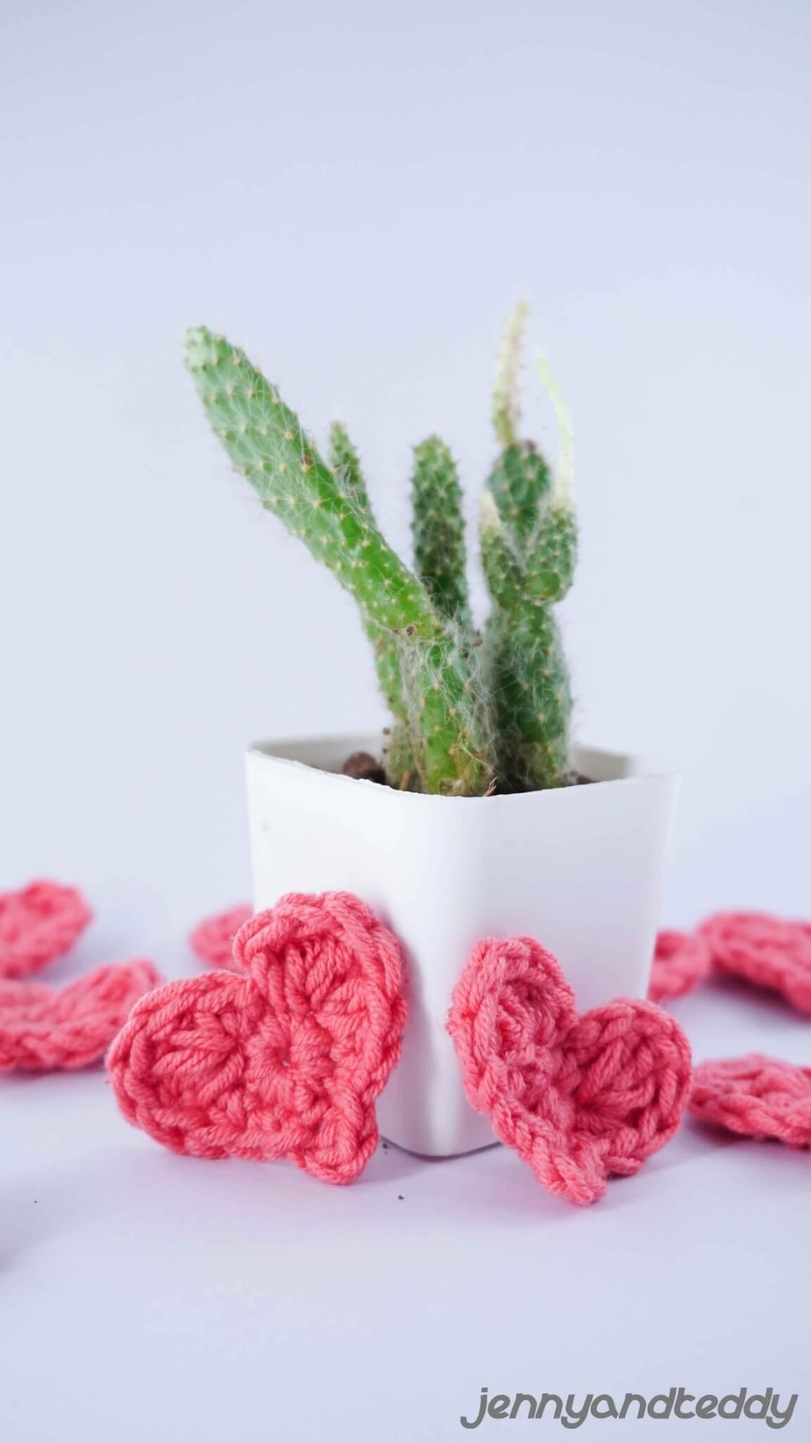 tiny crochet heart free pattern1