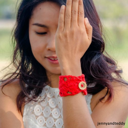 pretty in red bracelet free crochet pattern