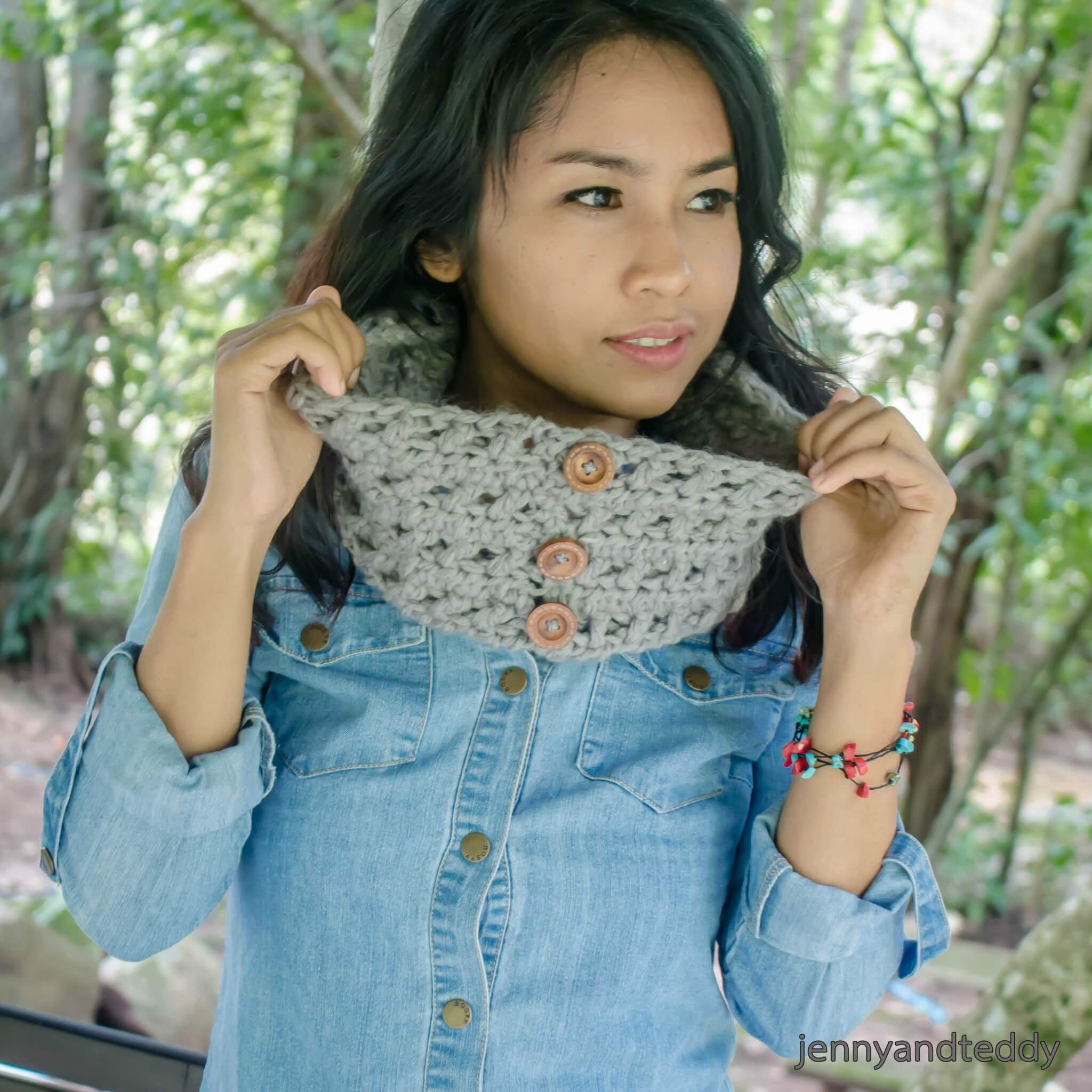 free crochet pattern one skein criss cross cowl for beginner