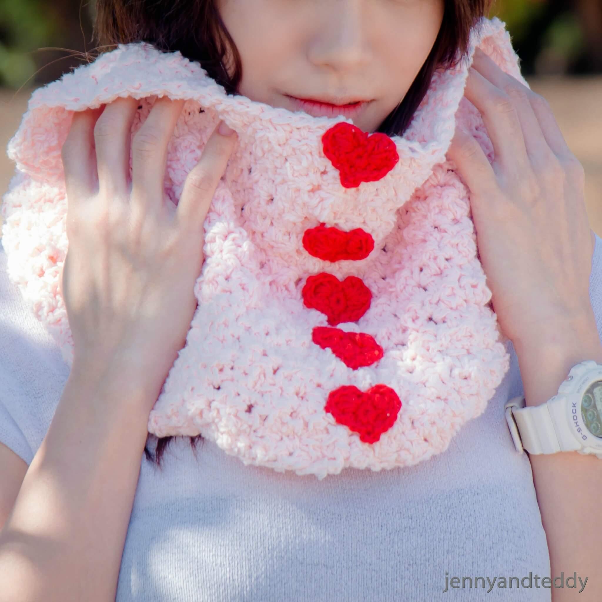 1sweetheart fluffy cowl free crochet pattern