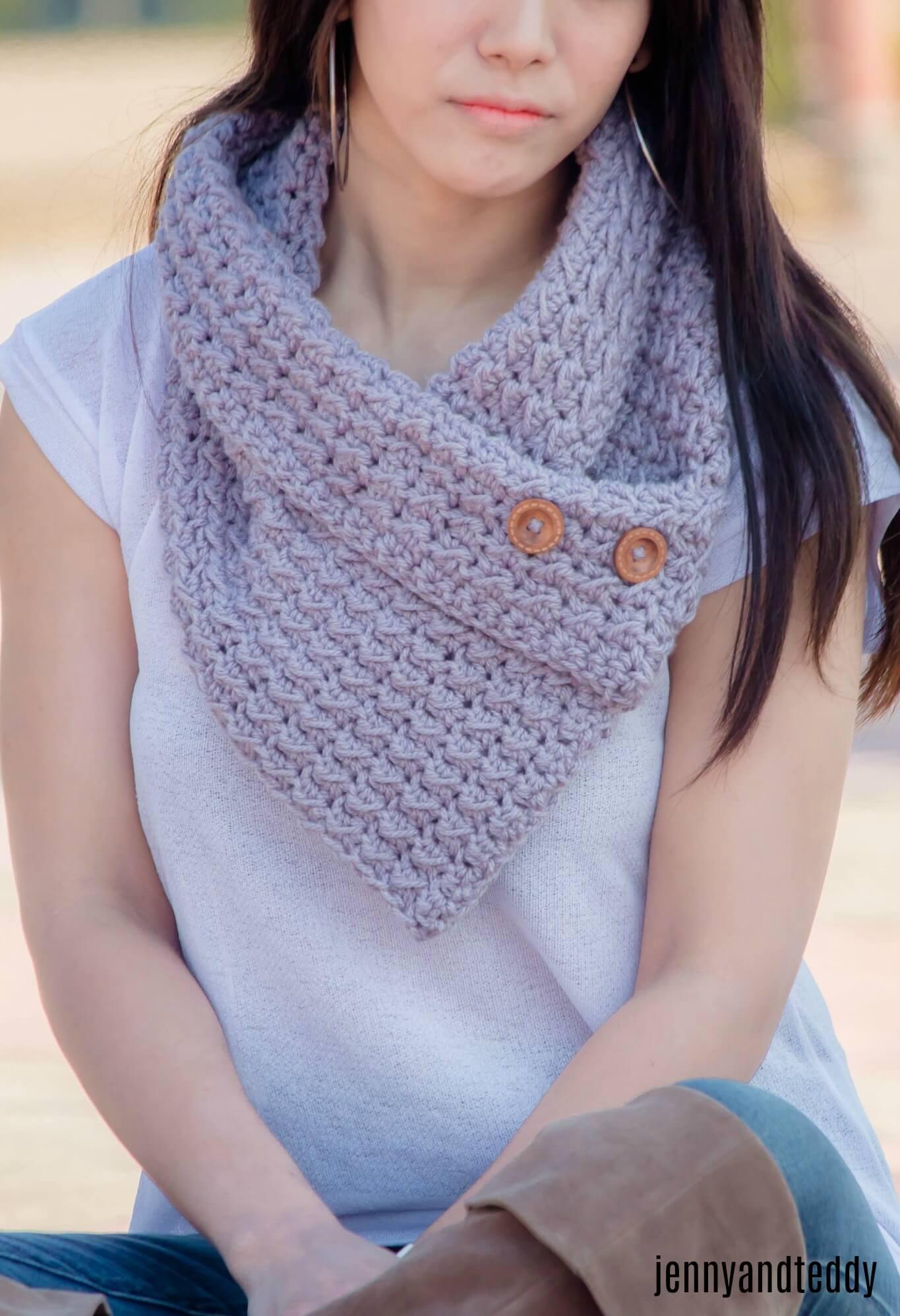 crochet chunky button cowl free pattern tutorial beginner