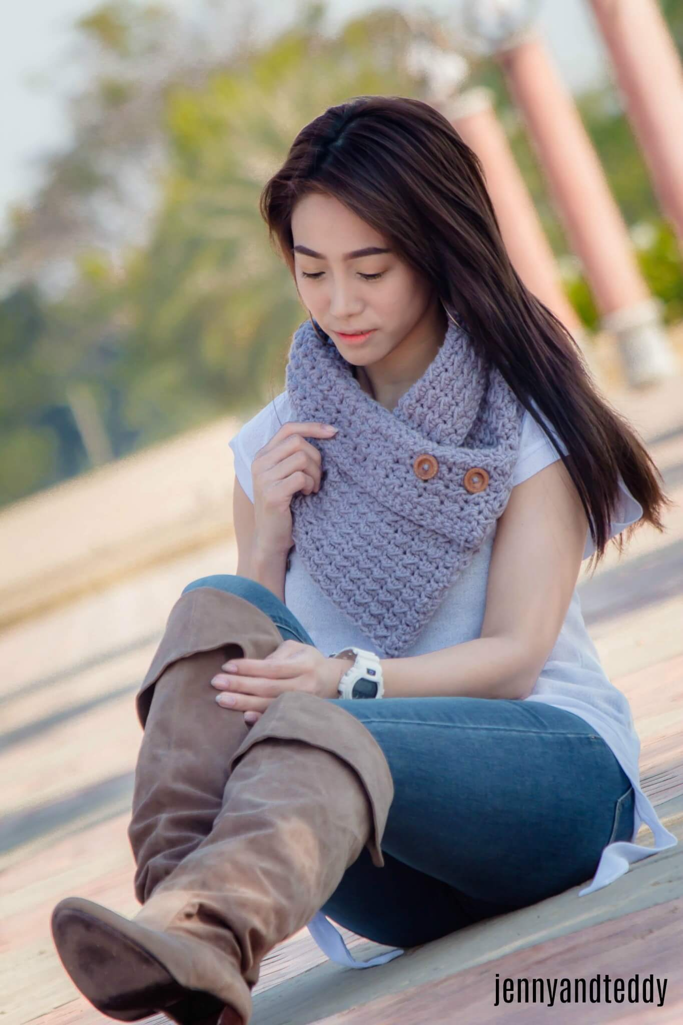 downtown button cowl beginner friendly free crochet pattern