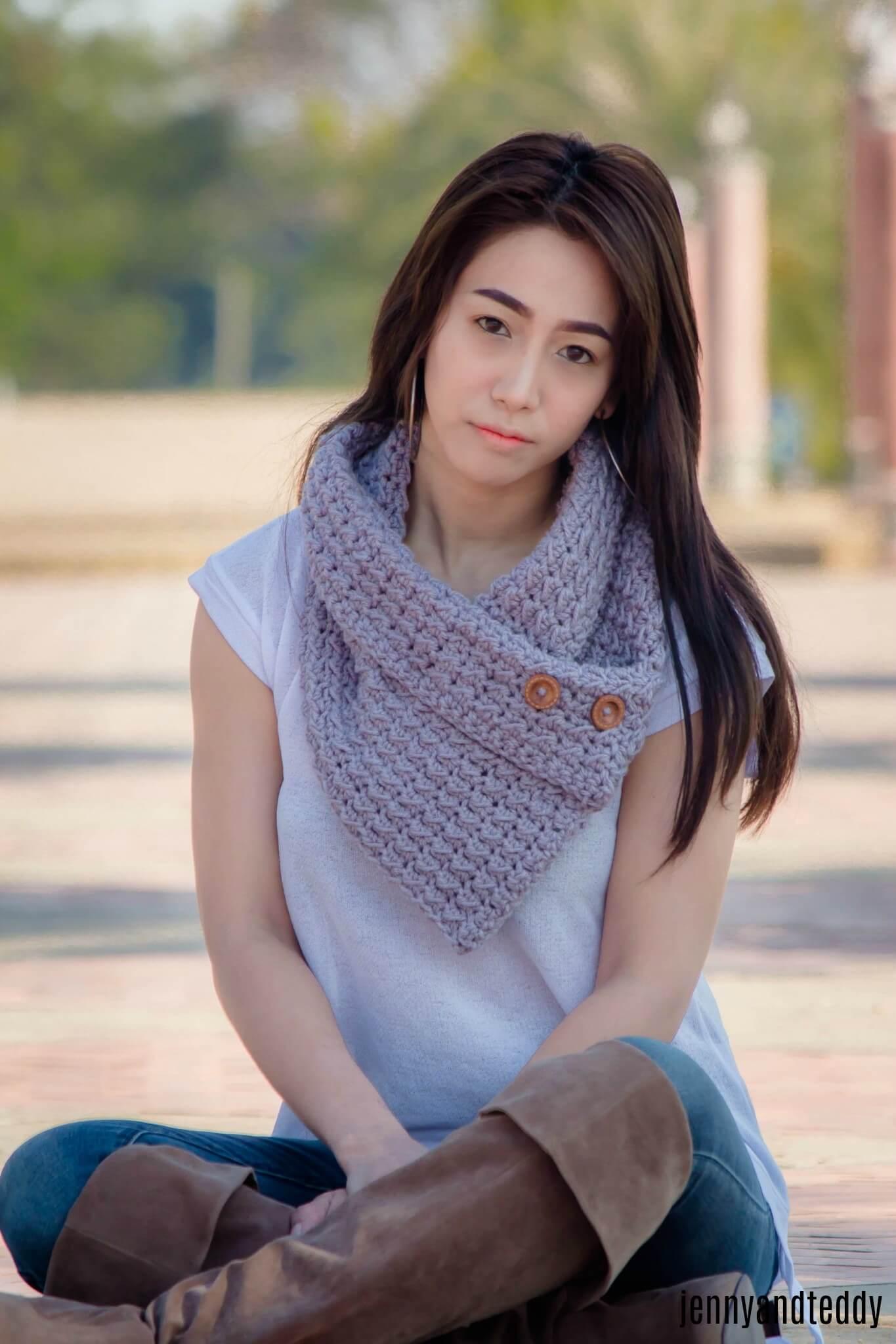 easy crochet buttn cowl for beginner