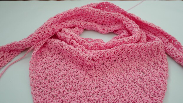 basic beginner triangle scarf shawl free crochet pattern by jennyandteddy