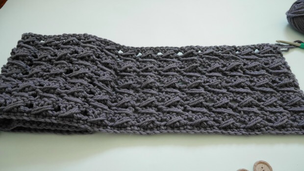 bohemiam crochet cowl with fringe