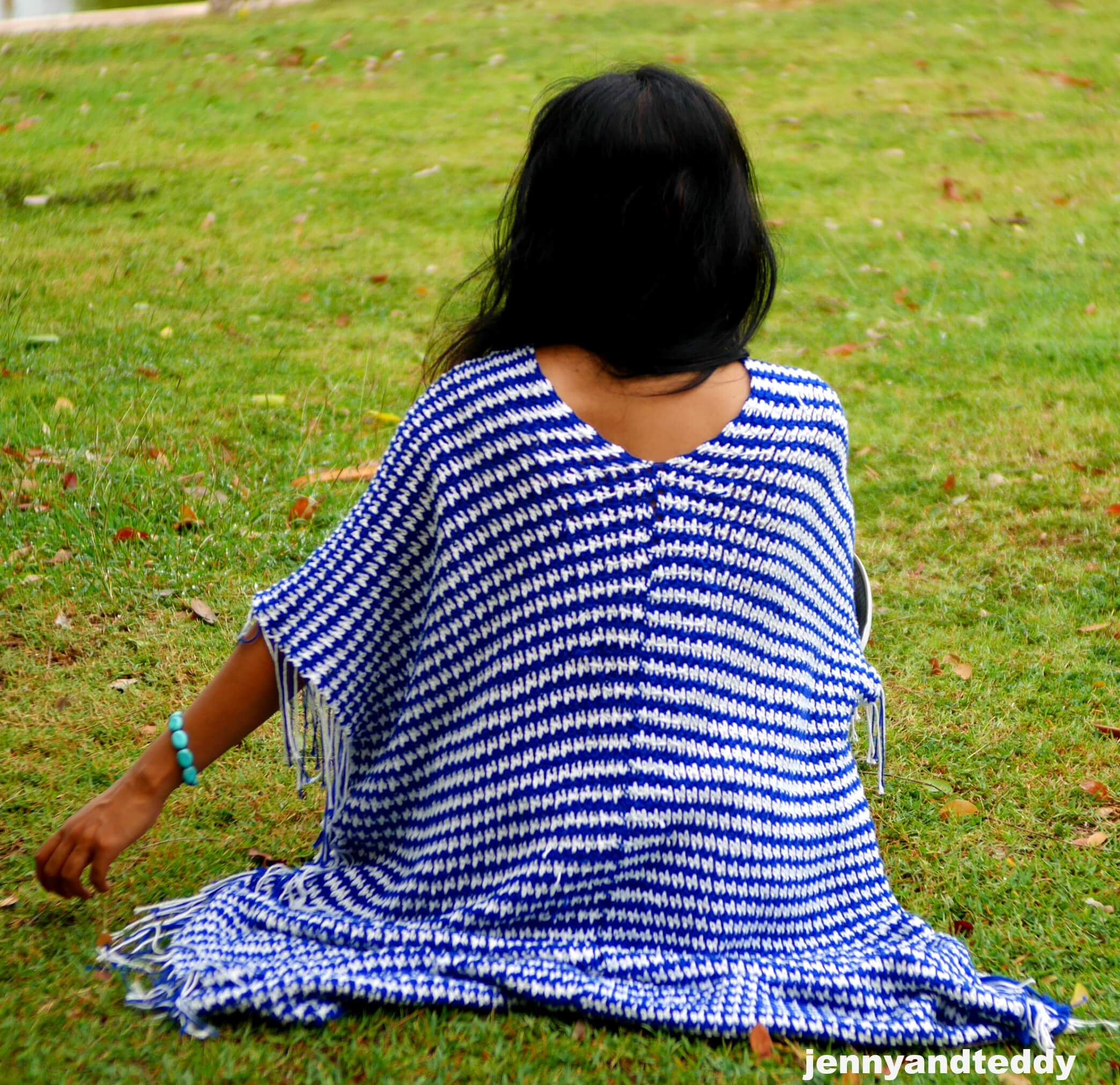easy crochet poncho made from 2 rectangle and basic sigle and double crochet for beginner by jennyandteddy