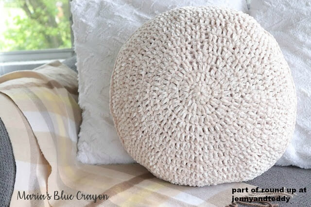 crochet round pillow image
