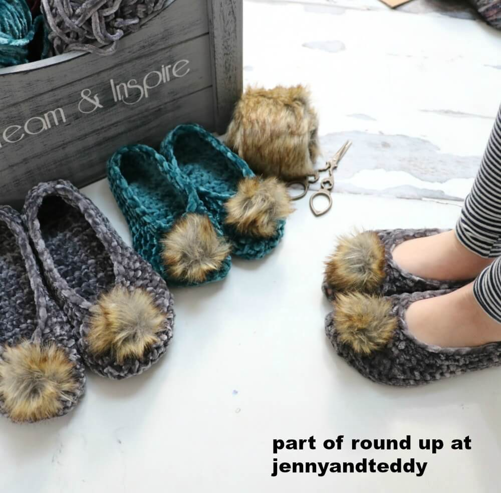 easy velvet crochet slipper image